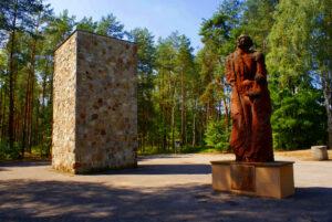 Kubus mit Statue