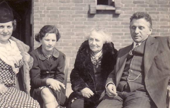 Sortine Selma Eisendrath, Lore Juchenheim, Emma Juchenheim, Bernhard Eisendrath